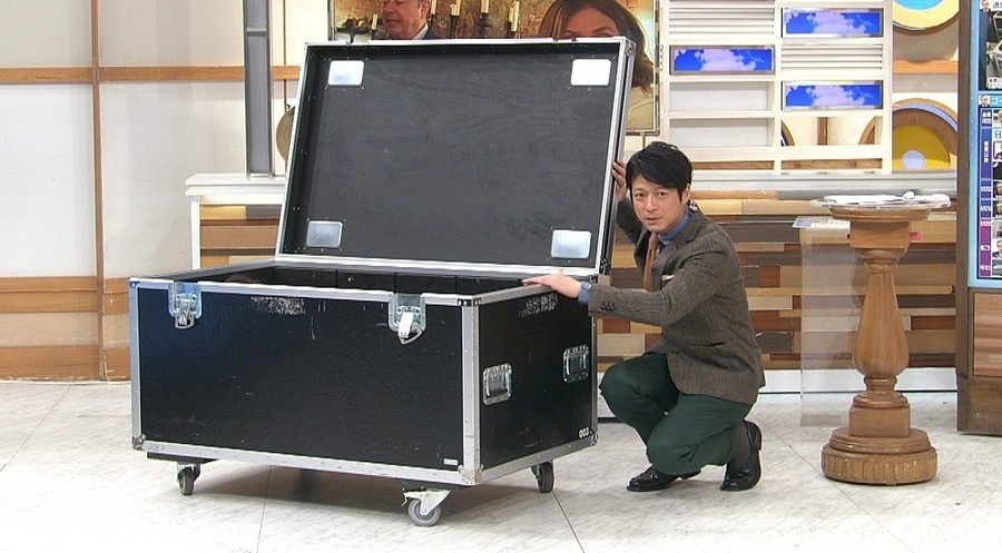 日本电视台展示和戈恩藏身用大箱子同样尺寸的箱子(富士电视台)