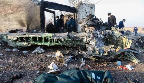 波音737客机在德黑兰附近坠毁(图源:CNN)