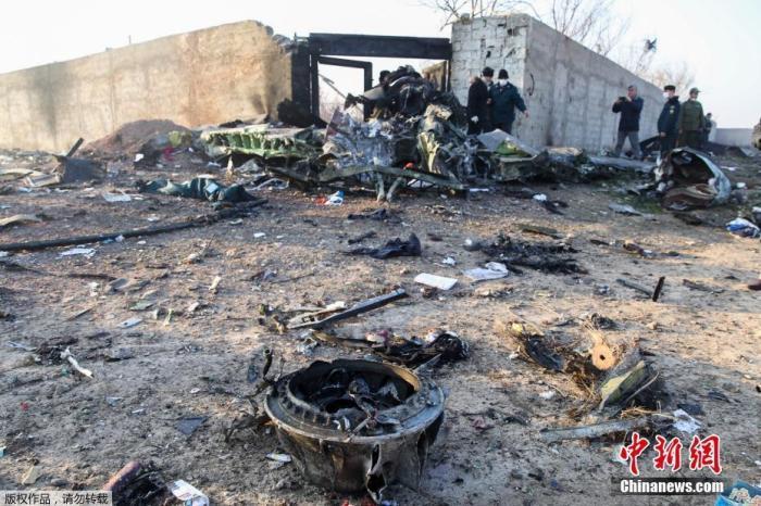 据伊朗半官方媒体塔斯尼姆(Tasnim)通讯社报道,一架载有近180人的乌克兰客机,在伊朗现在霍梅尼国际机场附近坠毁。据外媒援引伊朗国家电视台报道,客机上的一切人员一切遇难。