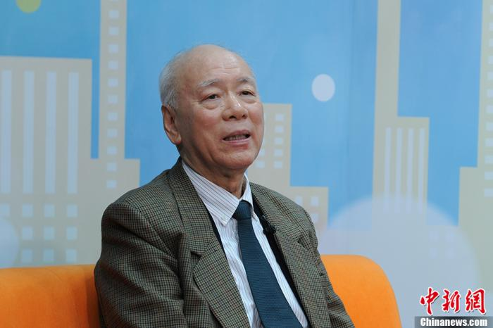 图为中国前驻伊朗大使华黎明做客中新网访谈节目。中新网记者 李骏 摄
