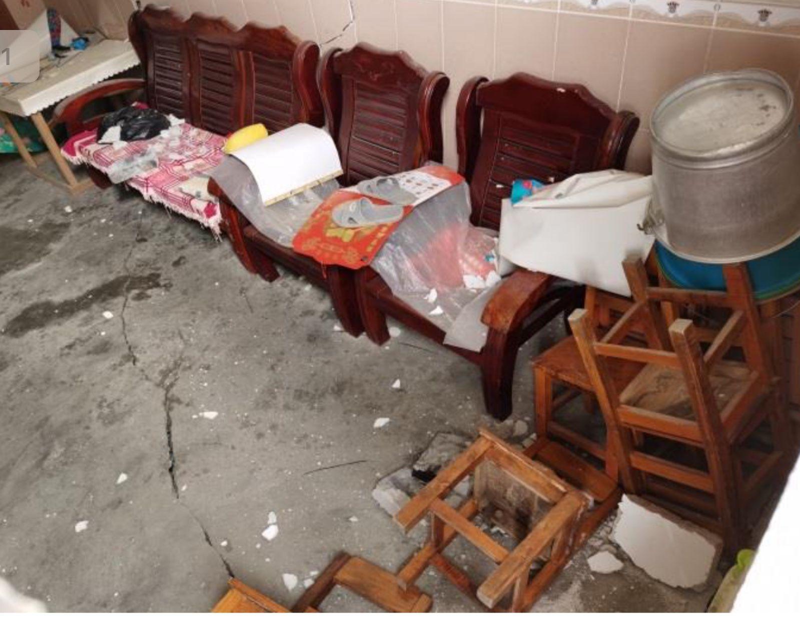 房屋内地面开裂明显。受访者供图