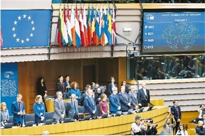 """图为1月29日,在比利时布鲁塞尔,欧洲议会全体会议投票通过英国""""脱欧""""协议。新华社记者 张 铖摄"""