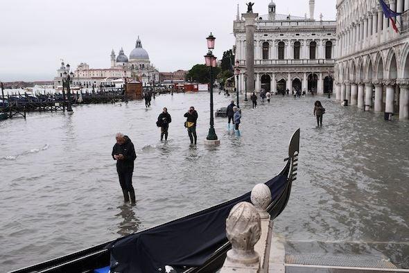往年11月洪水包围下的威尼斯 图片来源: Marco Bertobello Getty Images