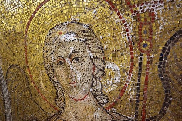 圣马可大教堂内被洪水中的矿物质盐损坏的天神添百列马赛克 photo: Procuratoria di San Marco