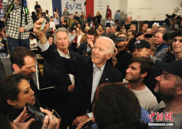當地時間2月2日,美國民主黨總統競選人、前副總統拜登在艾奧瓦首府得梅因競選造勢。中新社記者 陳孟統 攝