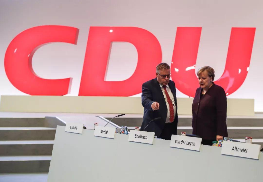 2019年11月22日,在德国莱比锡,德国总理默克尔(右)出席基民盟全国党代会。新华社记者单宇琦 摄