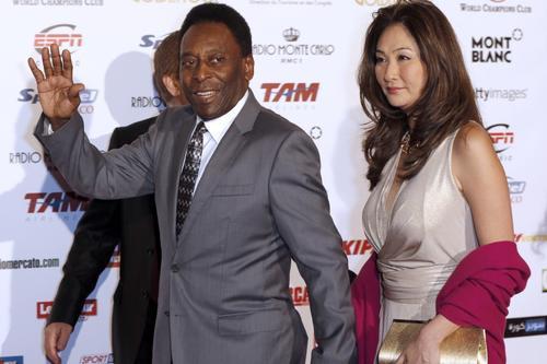 贝利迎娶了小他32岁的日本女富商青木。