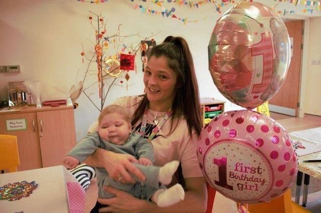 英22岁女子生产时婴儿缺氧,医院放弃治疗遣送回家,如今满一岁