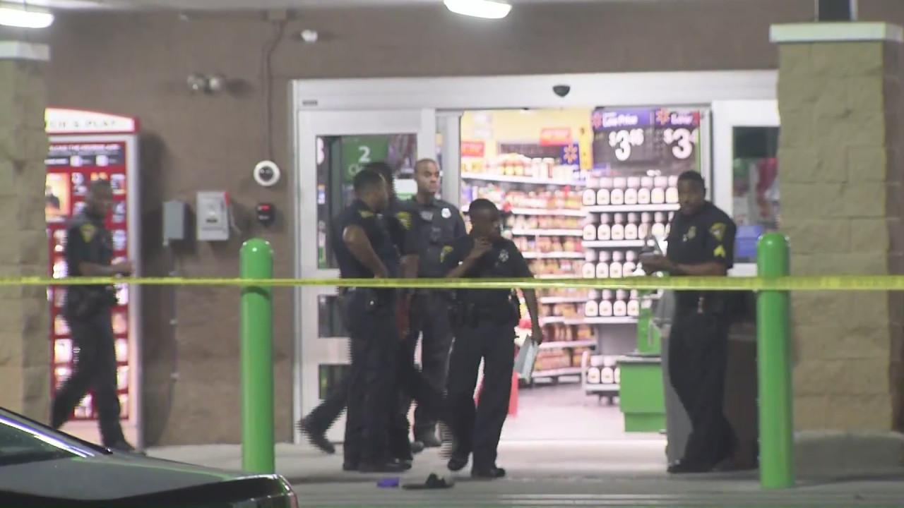 警方封锁现场(美国WKRG-TV)