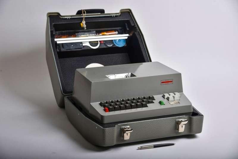 ▲克里普托AG公司1967年出产的H-460加密机,其内核由美国国家安全局规划。|资料相片