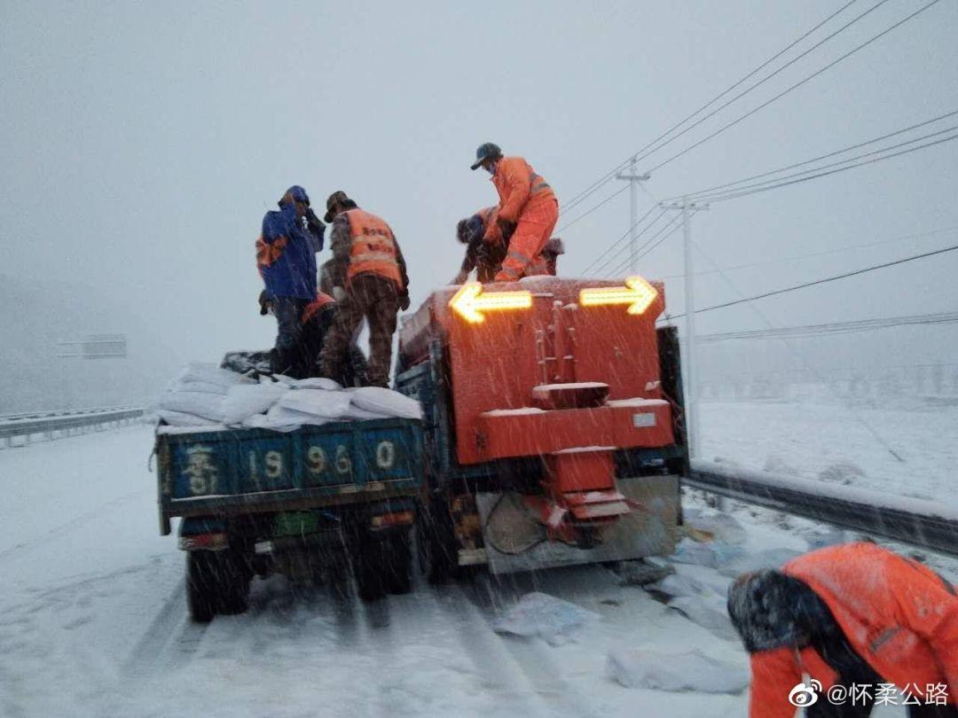 北京交通行业全力应对新一轮降雪天气 保障市民安全出行