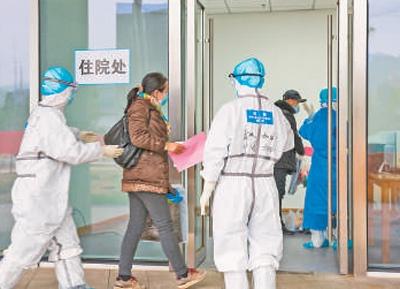 2月14日,武汉江夏方舱医院迎来首批患者。