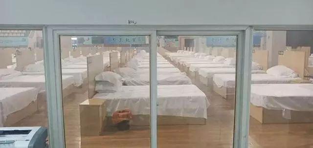 方舱医院刚建好时的样子