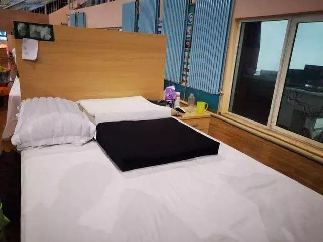 宋洋的床铺