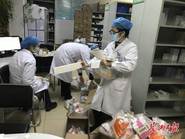专家:口罩和护目镜都按医疗废物处置