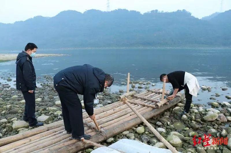 刘某兵横渡长江的竹筏被拆毁 图据南溪海事
