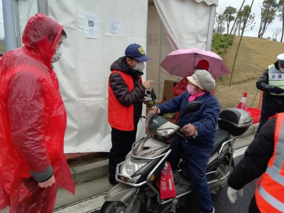 运货途中司机被告知所运金枪鱼检测呈阳性?涿州警方回应
