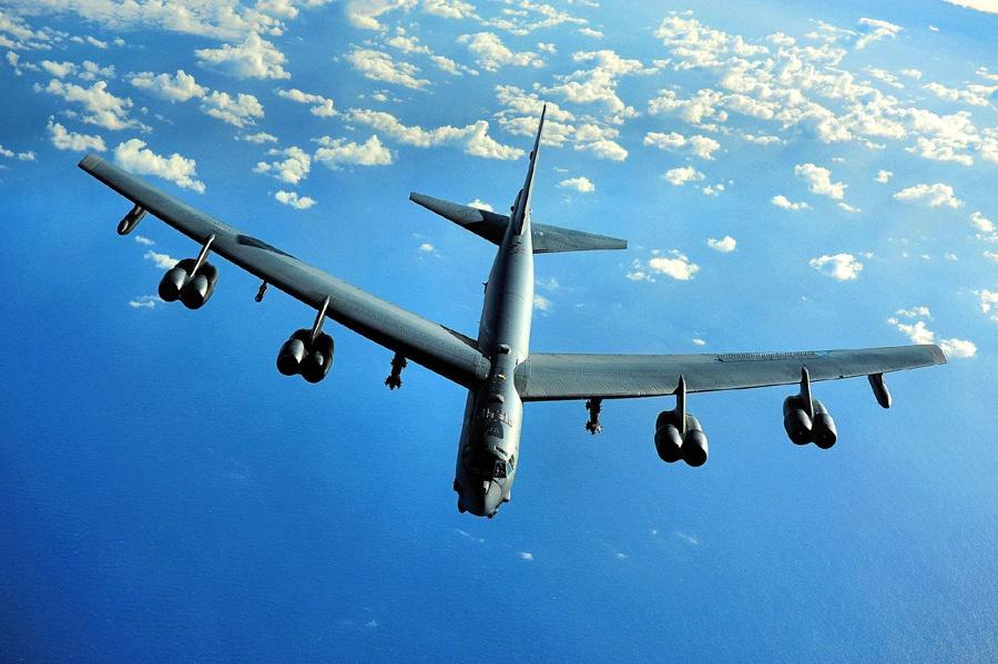 B-52战略轰炸机。
