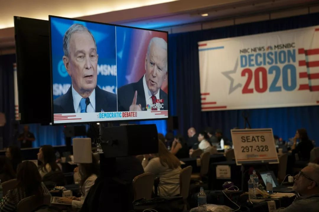 2月19日,内华达州拉斯维添斯,民主党总统竞选人电视申辩音信中央。新华社记者刘杰摄