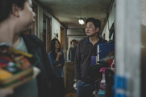 反映韓國社會貧富差距《寄生蟲》拍