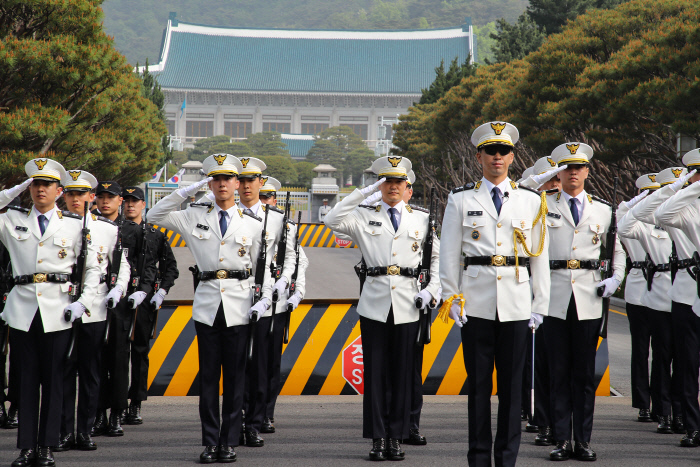 資料圖:韓國青瓦臺警衛(韓聯社)