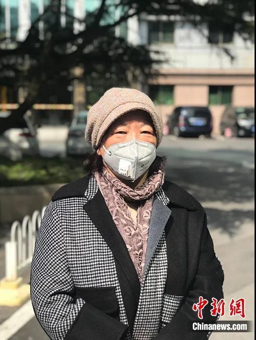 """""""武汉日记""""的作者、著名作家方方2月22日在武汉承受中新社记者独家采访。中新社记者全安华摄"""