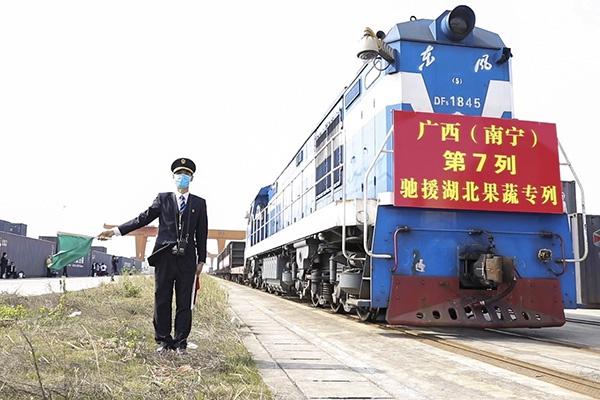 深圳机场:50多条国内航线2400多个航班恢复运行