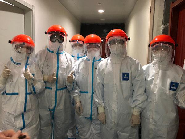 在武汉大学人民医院东院,中山医院医疗队片面当班护士相符影。