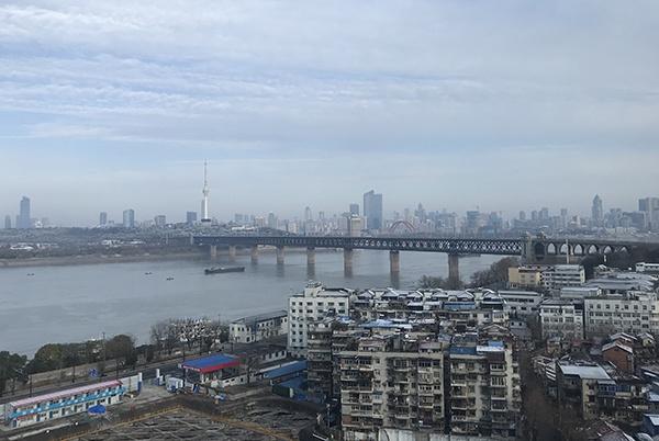 """万谦拍摄的武汉城,他说,""""我的城市病了,她太安静了。"""""""