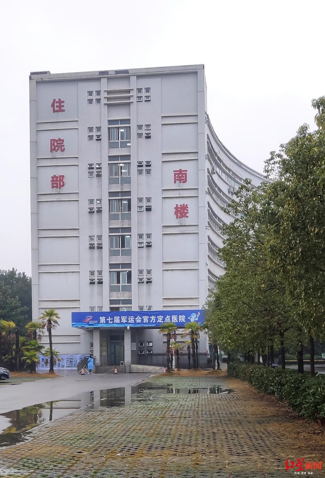 ↑金银潭医院南楼阻隔病区