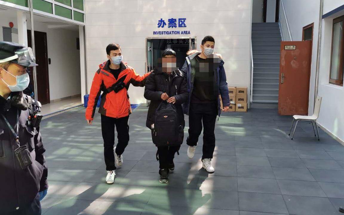 嫌疑人邵某被交给无锡警方处理。警方供图