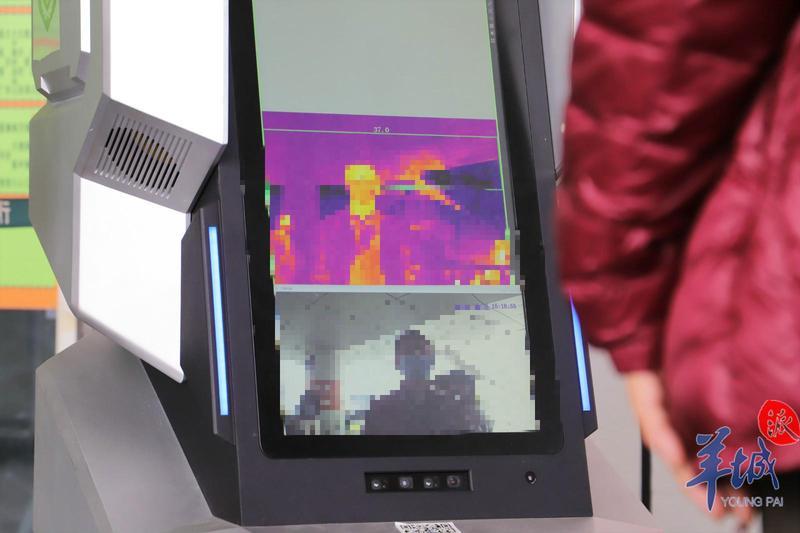 硬核AI机器人上线新功能:帮你测体温,喊你戴口罩