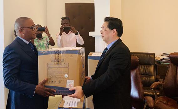 △刚果(布)黑角市向苏州捐赠口罩