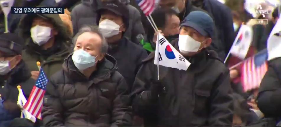 2日,朴槿惠支持者在光化门广场举行集会(chanel A)