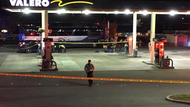 美国一载有约40人的巴士上发生枪击事件 致1死5伤