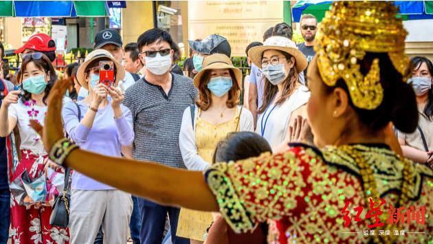 (前不久的曼谷街头,图据CNN新闻)