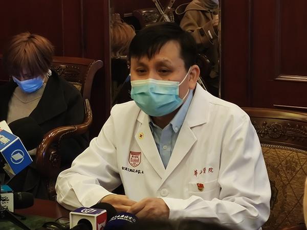 上海市医疗救治组组长、华山医院感染科主任张文宏。 澎湃新闻记者 江海啸 摄