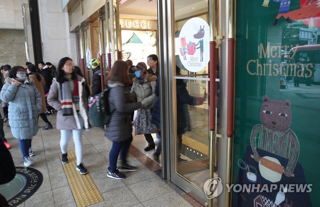 韩国乐天百货总店:因中国顾客感染新冠病毒暂停营业