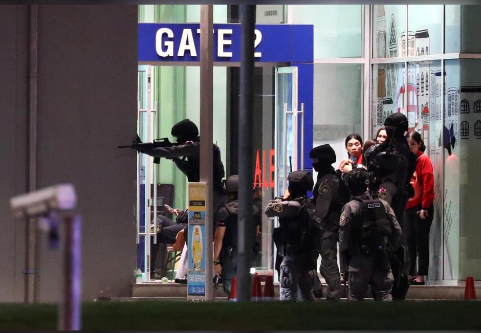 泰国安全部队进入商场(路透社)