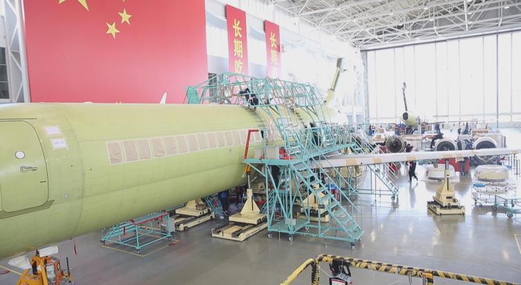 △ARJ21飞机大厂生产线