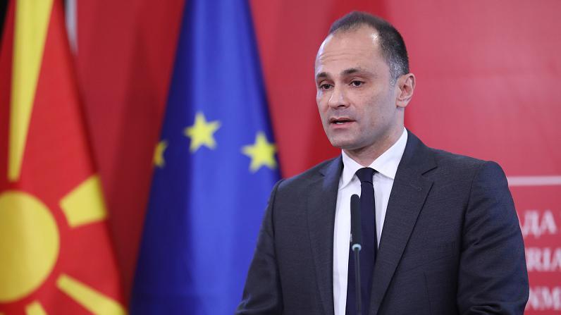 △北马其顿卫生部长菲利普切在发布会上