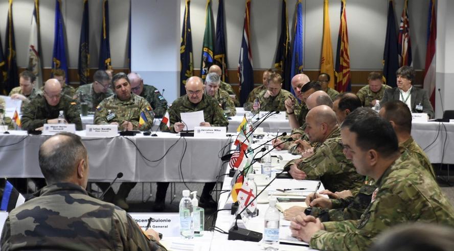 当地时间6日,驻德美军基地召开军事会议(美联社)