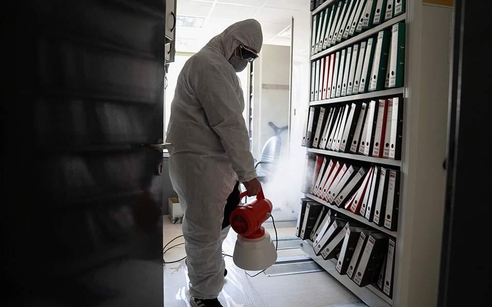 美国众议院连夜通过一揽子经济援助法案以应对疫情