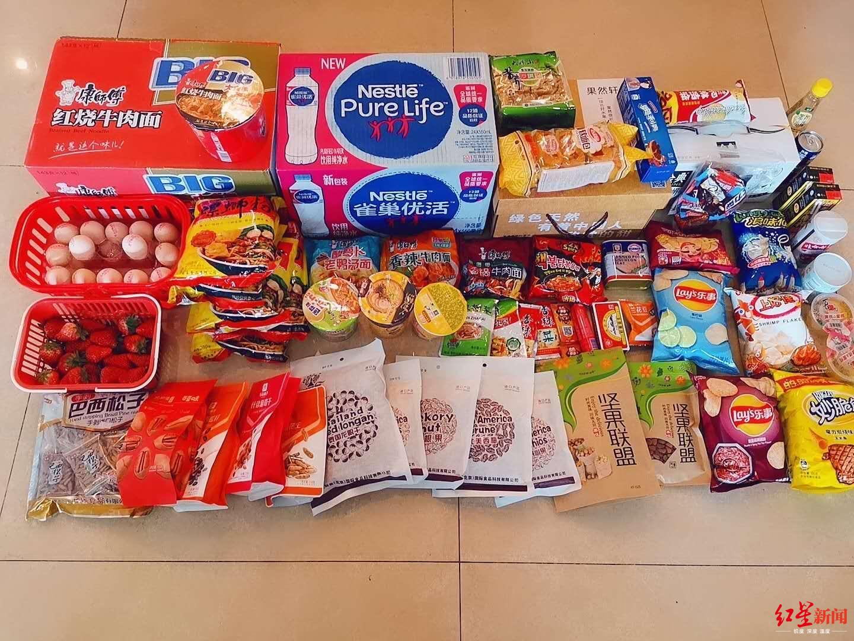 周瑟买的各种零食