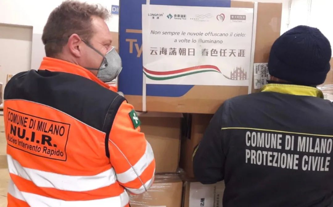 上海复星公益基金会牵头捐献的物资抵达米兰的马尔彭萨机场。受访者供图