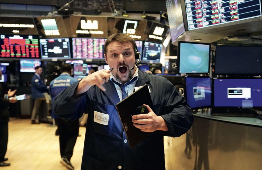 3月9日,纽约股市开盘出现暴跌,随后跌幅达到7%上限,触发熔断机制。纽约股市三大指数当日跌幅均超过7%。图/法新
