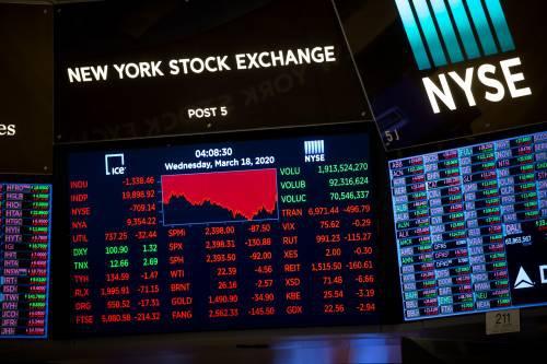 图为3月18日在美国纽约证券交易所拍摄的显示交易信息的电子屏。新华社发