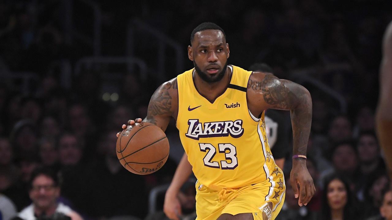 湖人众将齐赞詹姆斯:他的篮球智商太令人疯狂了