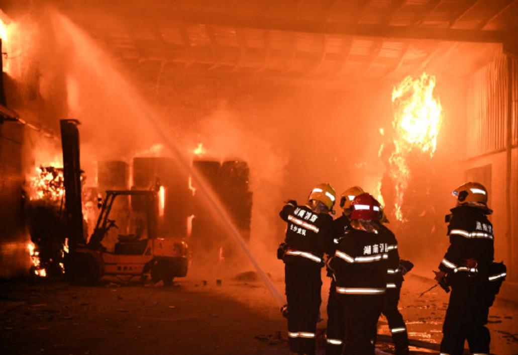 山东梁宝寺煤矿事故发布会:救援人员已接近着火点