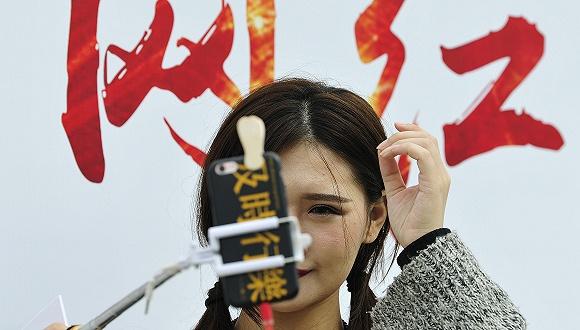 香港被烧李伯已可下床走路暂不需再做手术